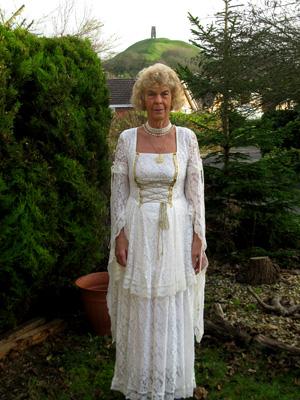 Camelot Retreat - Valerye Front Garden