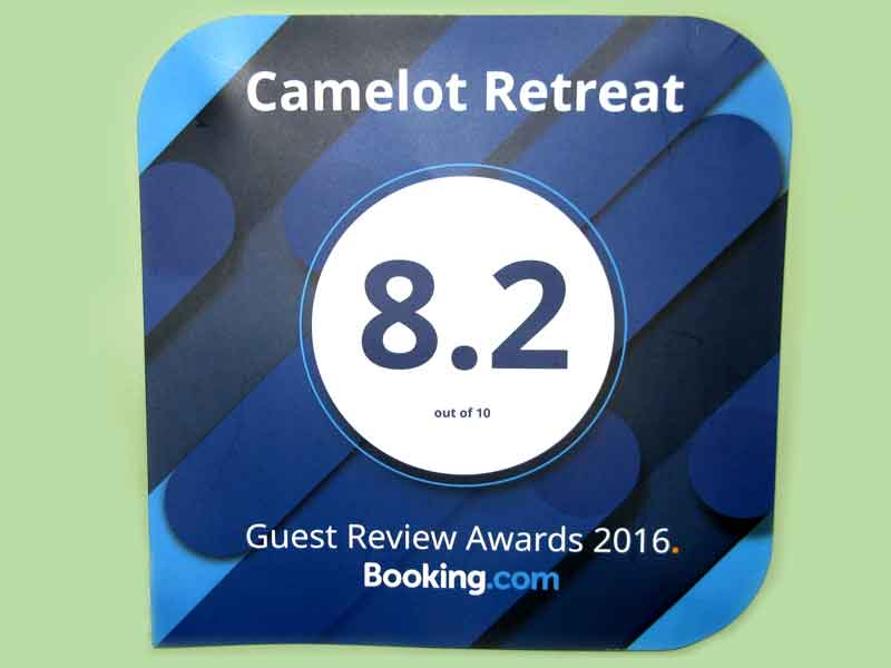 CamelotRetreat-2016-BookingcomAward8x6