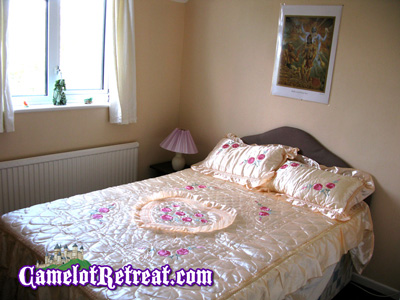 Archangel Michael Room - Camelot Retreat - Accommodation Glastonbury